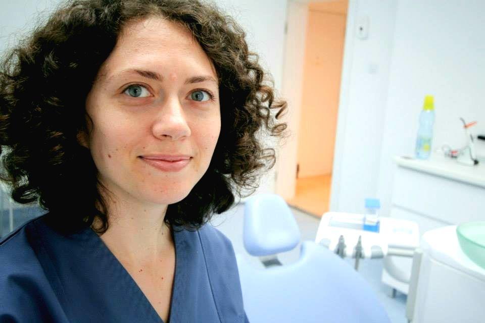 Dr. Irina Alexandru - Soluţii simple pentru eliminarea respiraţiei urât mirositoare
