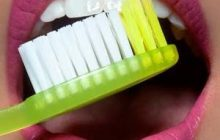 Cum alegem corect periuța și pasta de dinți potrivite