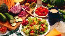 Beneficiile prânzului luat singur