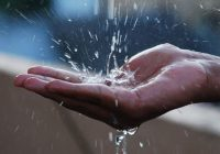 Efectele nebanuite ale terapiei cu apa! Apa calda, apa minune in cazuri de insomnie, probleme circulatorii sau picioare reci