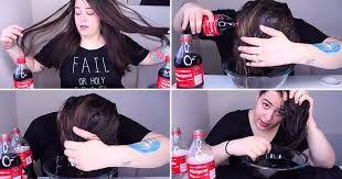 Ce se întâmplă dacă îți clătești părul cu coca-cola?