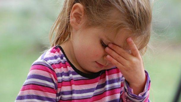 Aproape jumătate dintre copiii români răcesc și de trei ori pe an. Cât de corect știi să îți tratezi juniorul?