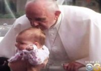 Tumora inoperabilă a unei fetițe s-a micșorat în mod miraculos după ce Papa Francisc i-a atins capul