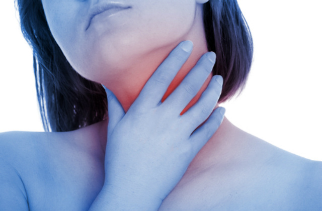 Usturimea gâtului și problemele la înghițire pot anunța o simplă infecție respiratorie dar și cancerul