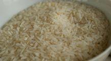 Mai bun decât orice medicament. Ce se întâmplă dacă mănânci câteva boabe de orez crud și apoi bei apă?