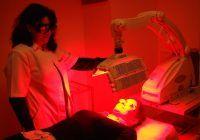"""Panaceu pentru piele: Lumina roșie, tehnologia inovatoare care """"șterge"""" ridurile  și cicatricile"""