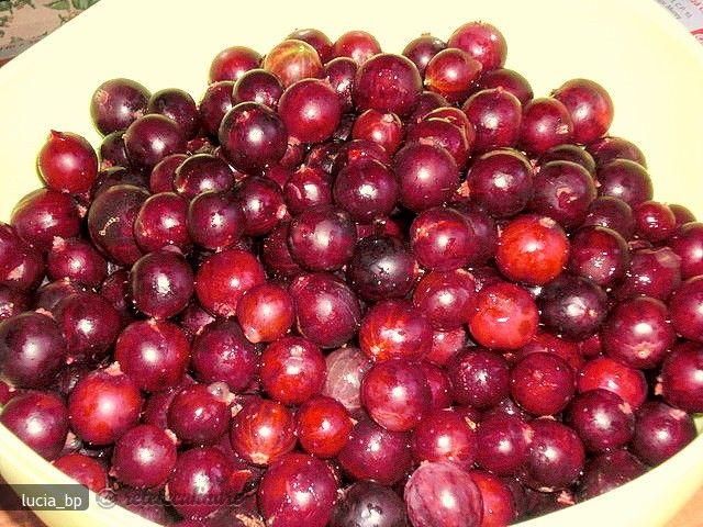 Aceste fructe pline de fibre și vitamine combat guta și hipertensiunea