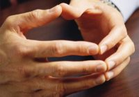 Cum trebuie să îți ții mâinile în timpul unui interviu