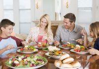 La ce oră e cel mai indicat să iei cina și ce se întâmplă, de fapt, dacă mănânci noaptea?