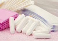 Alarmant! Anumite absorbante și tampoane conțin substanțe toxice periculoase