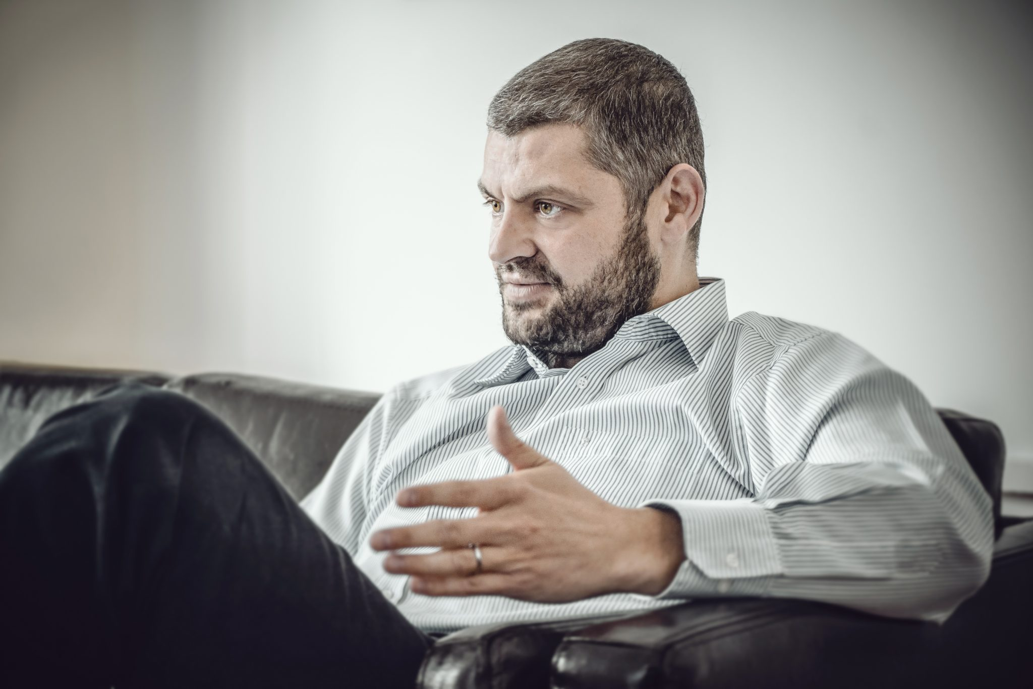 """""""Mă îngraș de la glandă!"""" Un nutriționist român spus care e adevăratul motiv pentru care mâncăm necontrolat"""