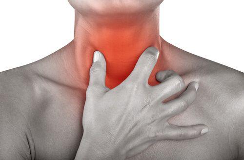 Ai roșu în gât? Iată câteva remedii eficiente