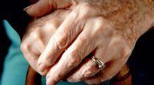Cancerul de plămâni și ciroza se văd în aspectul mâinilor
