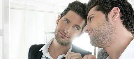 """Oamenii sunt din ce în ce mai narcisiști. Cum recunoști """"simptomele"""" ?"""
