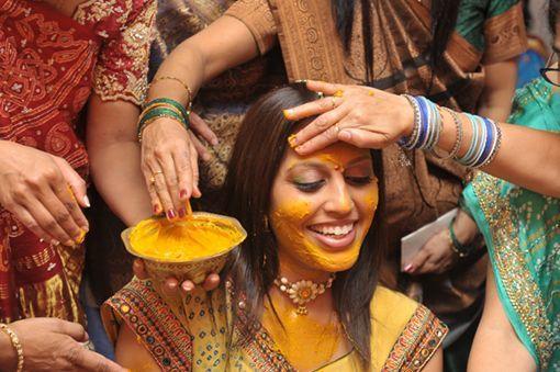 Ingredientul minune al femeilor din India. E cel mai eficient leac împotriva acneei și ridurilor