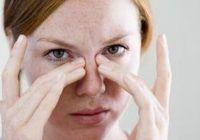Ce se întâmplă cu fața ta dacă îți aplici două felii de banane în zona de sub ochi. Nu te ma recunoști în oglindă