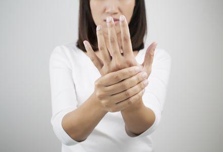 Boala fără leac care afectează aproape o sută de mii de români. Mulți nu recunosc simptomele