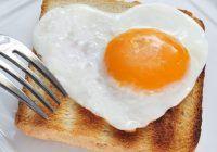 Ouăle cresc colesterolul, iar laptele le face rău adulților. Ce spune un nutriționist român despre aceste afirmații?
