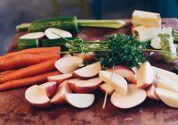 Totul despre dieta raw-vegană. Patru schimbări benefice care se petrec în organism când începem să mâncăm cât mai multe fructe și legume crude