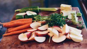 Totul despre dieta raw-vegana. Patru schimbari benefice care se petrec in organism cand incepem sa mancam cat mai multe fructe si legume crude