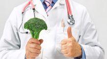 """Cinci alimente care tratează bolile mai eficient decât pastilele. Medic: """"Am văzut mii de pacienți care s-au vindecat de boli cronice, au slăbit fără efort când au consumat anumite fructe și legume"""""""