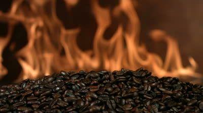 Incredibil ce s-a întâmplat după ce un bărbat a ars câteva boabe de cafea. Experimentul a făcut înconjurul lumii