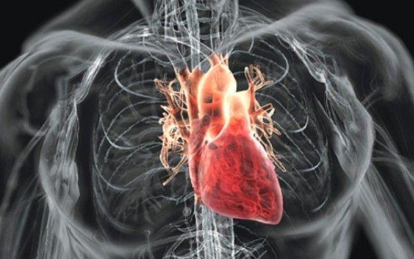 """""""De ce mă înțeapă inima?"""" Află care sunt cauzele durerilor de inimă"""