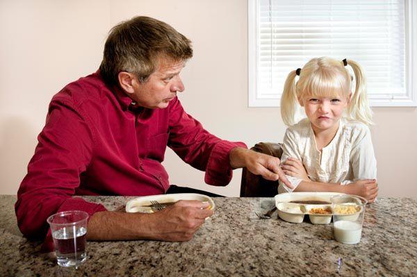 De nu e bine să obligați copilul să mănânce tot din farfurie?