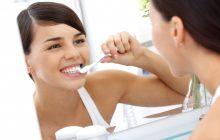 """Spălatul pe dinți, o """"artă"""" care trebuie învățată corect"""
