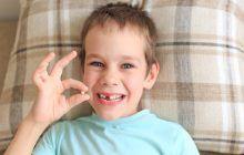 Medicii stomatologi ii indeamna pe parinti sa pastreze dintii de lapte ai copiilor lor