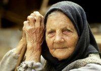 STUDIU: 3 din 5 dintre români au fost crescuți de bunici, însă mai puțin de jumătate dintre ei îi mai vizitează periodic