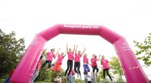 Peste 3.000 de oameni aleargă pentru supraviețuitoarele cancerului la sân