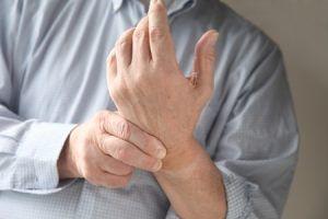 Ce afectiune grava poti avea daca iti amorțesc mainile si picioarele. Mergi cat mai repede la medic!