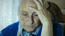Copleșiți de boală și uitați de lume. Zeci de mii de bătrâni, lăsați să moară singuri și neîngrijiți