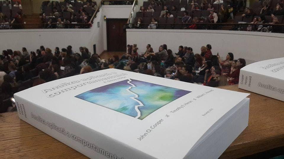 """S-a lansat """"cartea albă"""" a terapeuților ABA, primul text academic de terapie comportamentală aplicată în limba română"""
