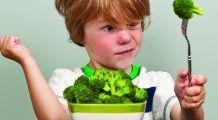 Trei metode prin care îi ajutăm pe copii să se împrietenească cu fructele și legumele