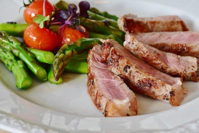 carne de porc tras îndepărtează grăsimea