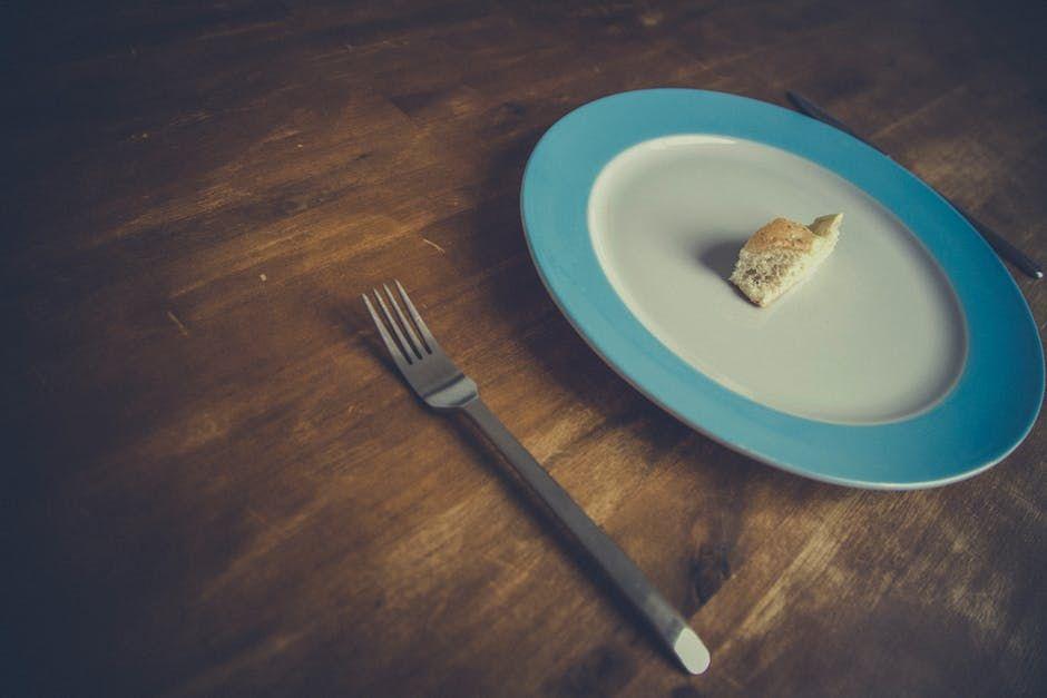 """Singura metodă sigură de prelungire a vieţii este înfometarea, spun medicii. """"Bolile ni se trag de la excesul de alimente"""""""