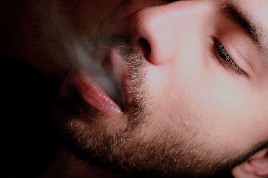 Tot ce ai crezut despre renunțarea la fumat este greșit! Nu ai nevoie de voință și nici nu o să te îngrași dacă te lași de țigări