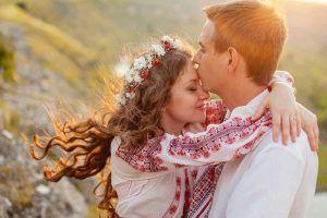 Tradiții de Dragobete. Ce trebuie să facă fetele singure ca să aibă noroc în dragoste