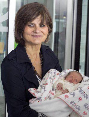 O femeie de 64 de ani a născut gemeni