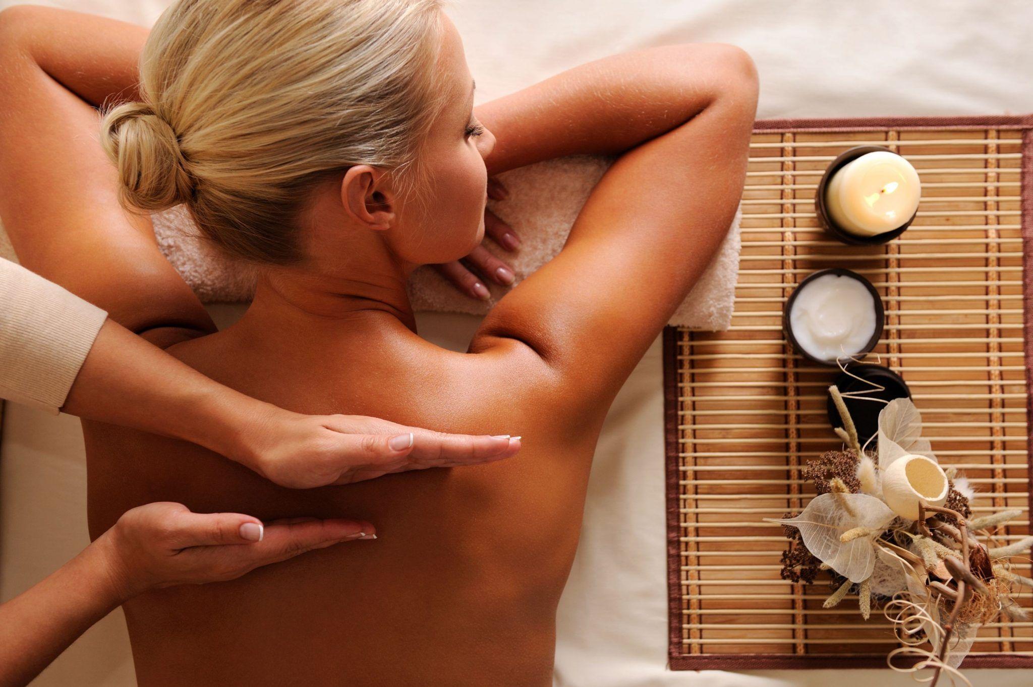 6 modalități prin care masajul îți îmbunătășește sănătatea