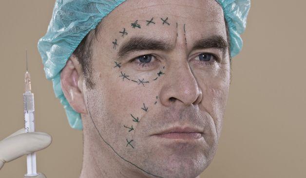 De ce apelează bărbații la chirurgia estetică