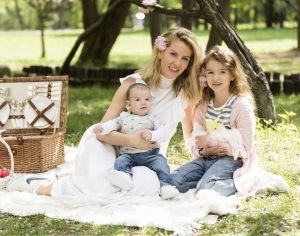 """Andreea Bănică, despre vaccinare: """"Simt că este datoria mea de mamă să trag un semnal de alarmă"""""""