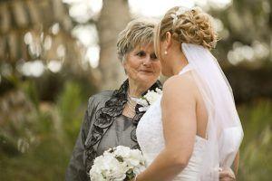 O tânără devastată din cauză că soțul o înșela, i-a cerut sfatul buncii sale. Bătrâna i-a arătat ceva care a lăsat-o fără cuvinte