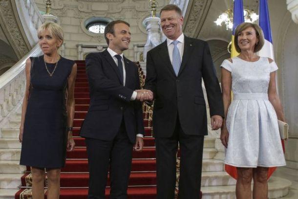 """Un celebru stilist român: """"Carmen Iohannis vs Brigitte Macron. Lungimea fustelor este aproximativ egală, dar 2 centimetri contează!"""""""