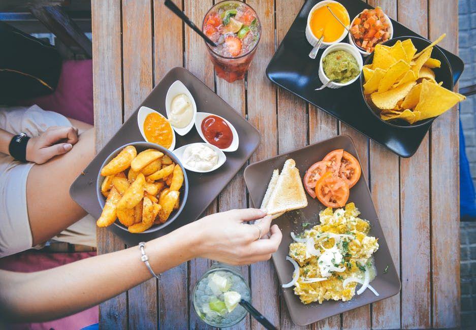 """Nutriționist: """"Cu cât consumăm mai multe calorii, cu atât îmbătrânim și murim mai repede. Cheia tinereții stă în..."""""""
