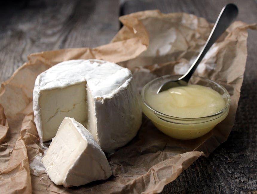TESTUL BRÂNZEI! Cum DEOSEBIM brânza adevărată de cea CONTRAFĂCUTĂ