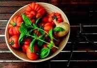Este adevărat că roșiile și spanacul au mai multe vitamine atunci când sunt gătite?