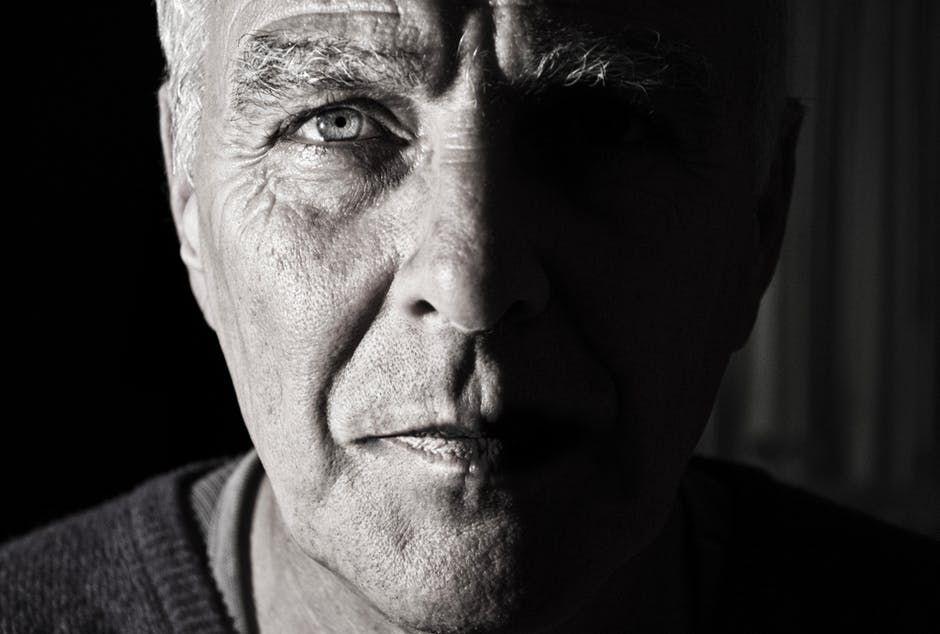 Primul semn de Alzheimer nu este, întotdeauna, pierderea memoriei. Cele patru simptome ale bolii, pe care toată lumea le ignoră
